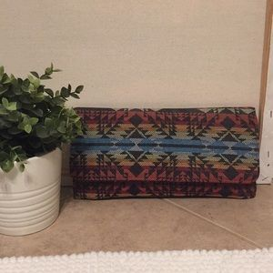 NWT Womens Tribal Print Boho Clutch Wristlet